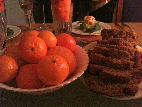 oranges and brown bread